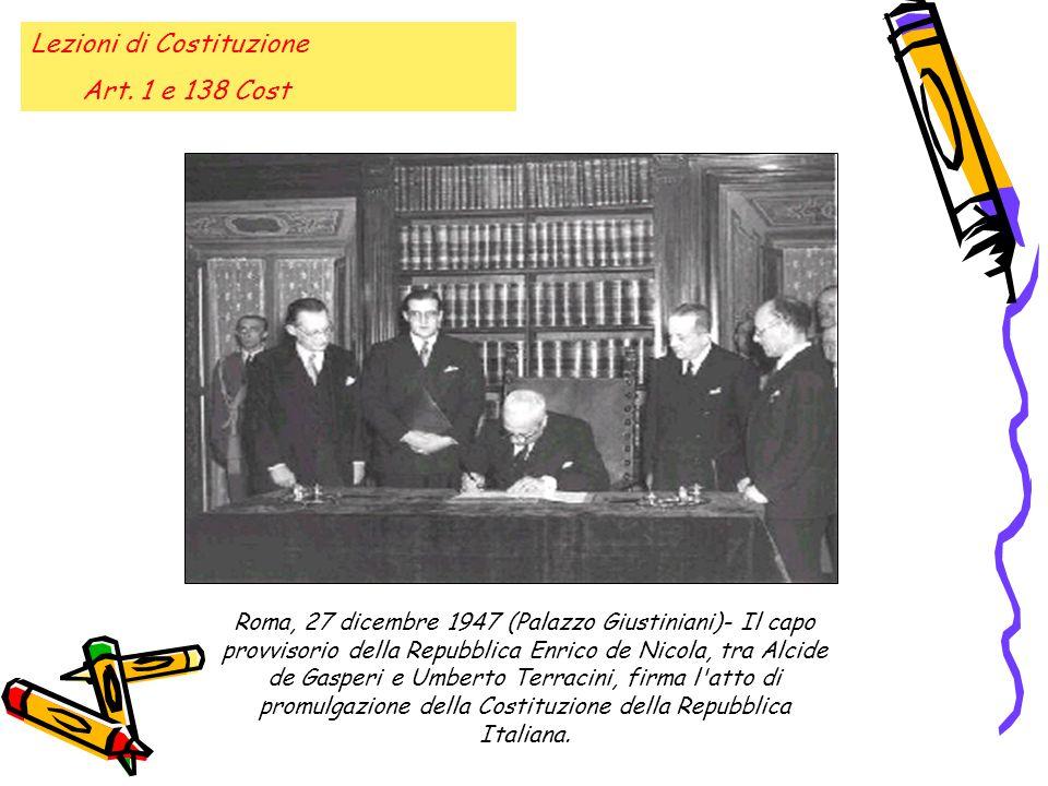Roma, 27 dicembre 1947 (Palazzo Giustiniani)- Il capo provvisorio della Repubblica Enrico de Nicola, tra Alcide de Gasperi e Umberto Terracini, firma