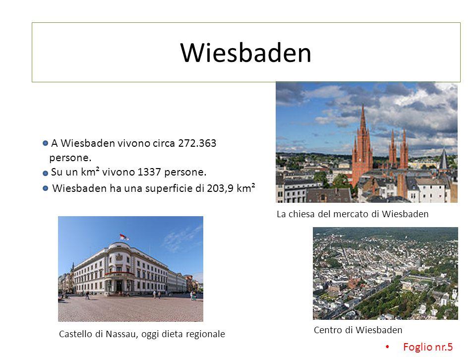 A Wiesbaden vivono circa 272.363 persone.Su un km² vivono 1337 persone.