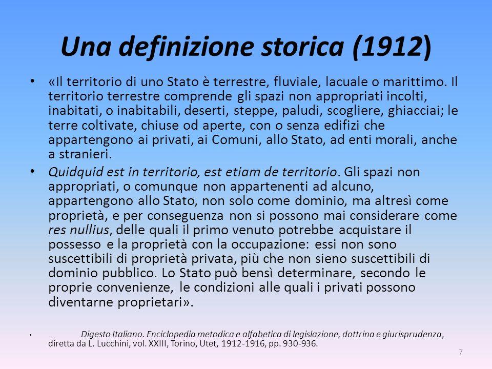 Una definizione storica (1912) «Il territorio di uno Stato è terrestre, fluviale, lacuale o marittimo. Il territorio terrestre comprende gli spazi non