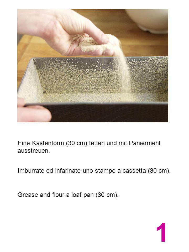 Eine Kastenform (30 cm) fetten und mit Paniermehl ausstreuen. Imburrate ed infarinate uno stampo a cassetta (30 cm). Grease and flour a loaf pan (30 c
