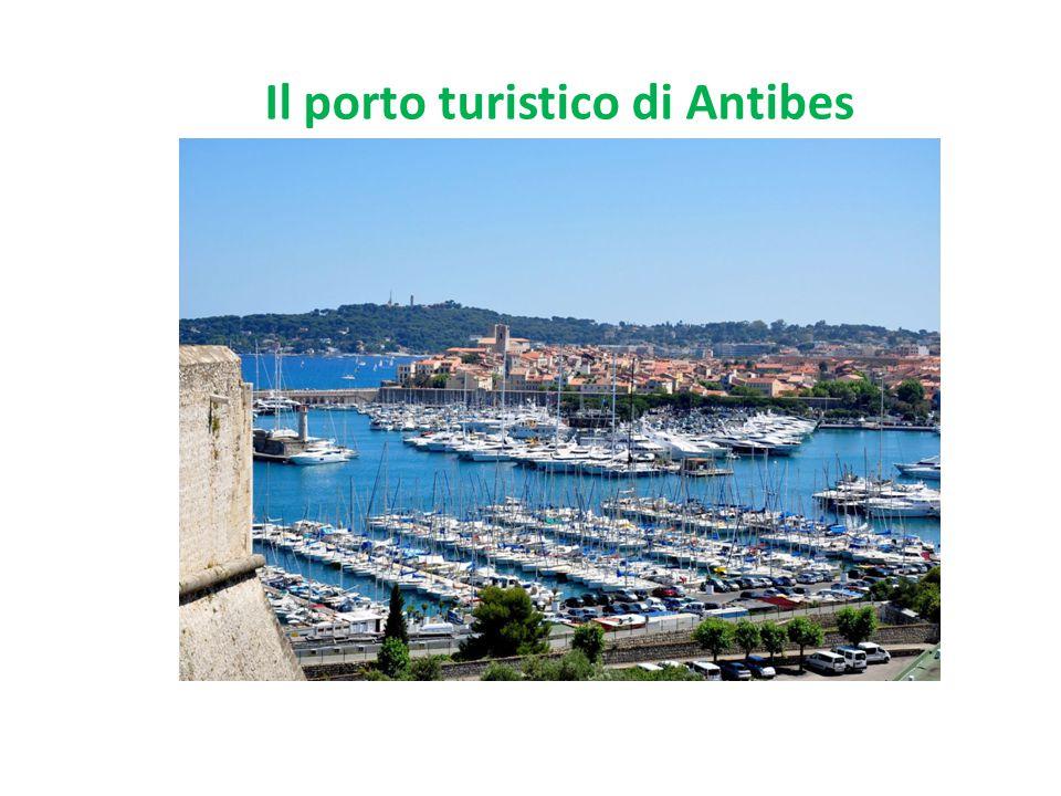 Il porto turistico di Antibes