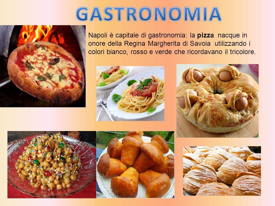 Napoli è capitale di gastronomia: la pizza nacque in onore della Regina Margherita di Savoia utilizzando i colori bianco, rosso e verde che ricordavan
