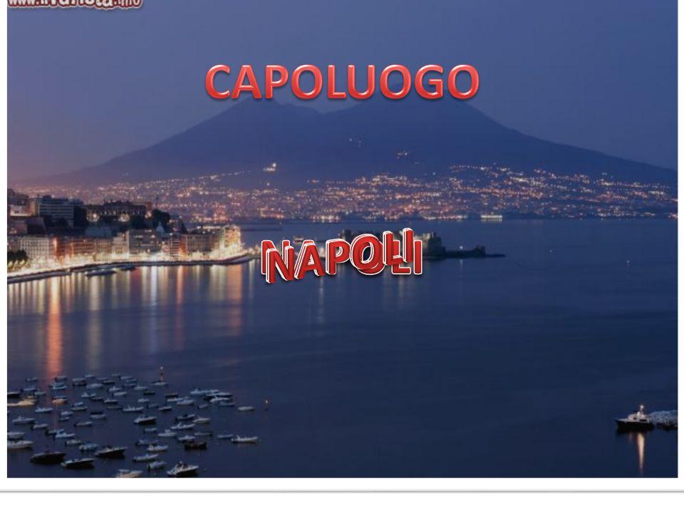 Napoli ha una grande tradizione di teatro con Scarpetta, De Filippo, Viviani...