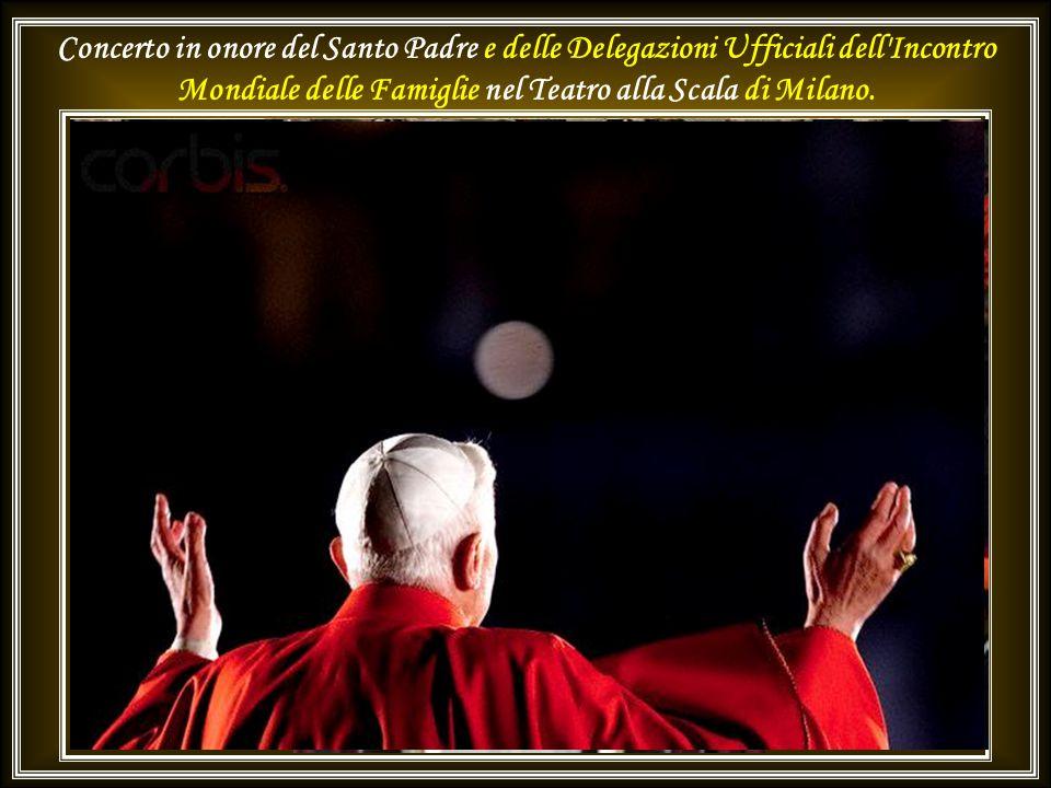 All'arrivo: incontro con la Cittadinanza in Piazza Duomo