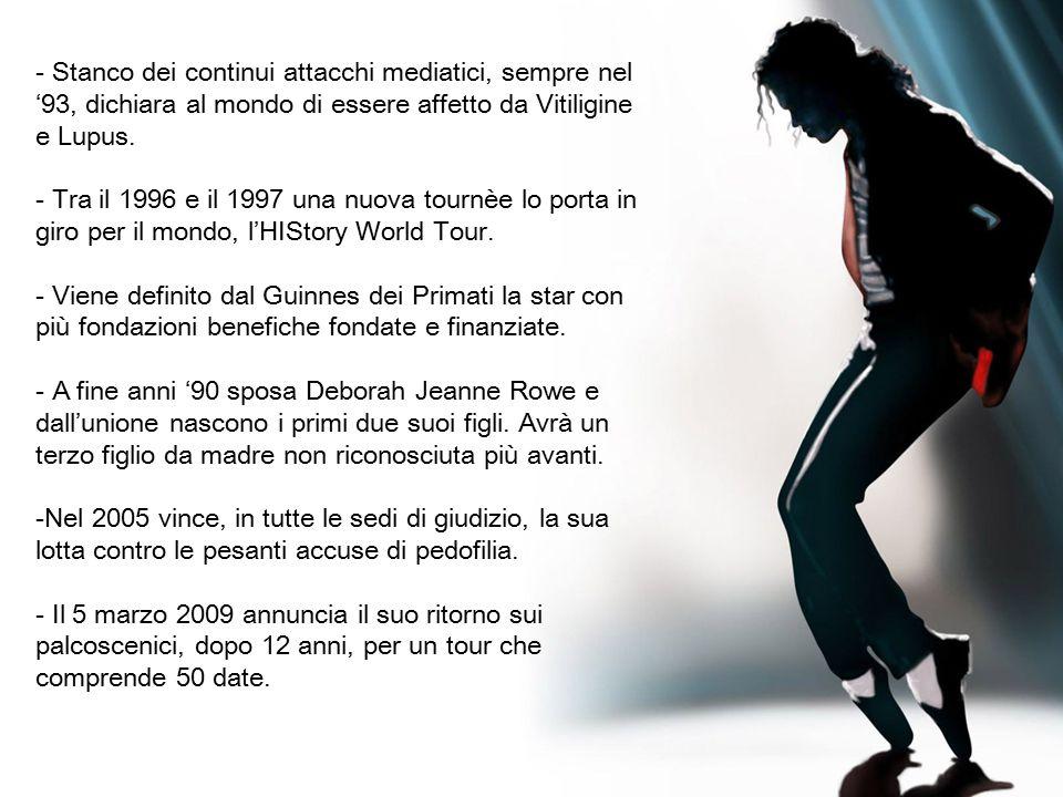 I look indimenticabili ed iconici di Michael Jackson Il guanto di Billie Jean - Ricoperto da 1200 cristalli austriaci - Fu indossato per la prima volta nel 1983 - Tutti indossano due guanti.