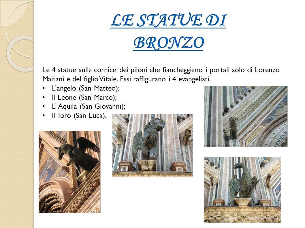 Le 4 statue sulla cornice dei piloni che fiancheggiano i portali solo di Lorenzo Maitani e del figlio Vitale. Essi raffigurano i 4 evangelisti. L'ange