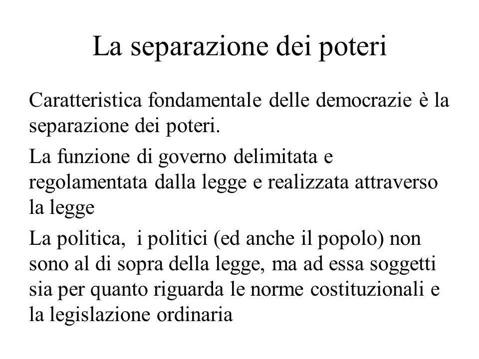 La separazione dei poteri Caratteristica fondamentale delle democrazie è la separazione dei poteri. La funzione di governo delimitata e regolamentata