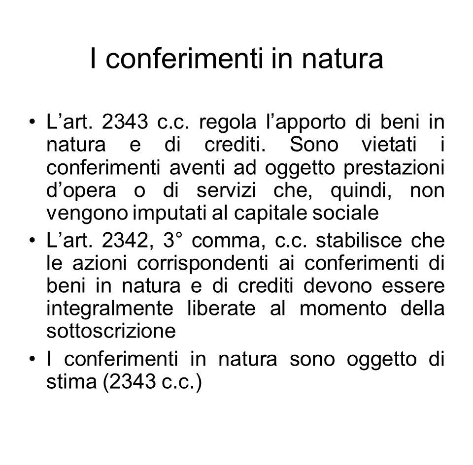 I conferimenti in natura L'art. 2343 c.c. regola l'apporto di beni in natura e di crediti. Sono vietati i conferimenti aventi ad oggetto prestazioni d