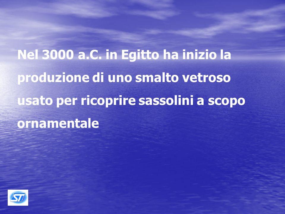 Plinio, nel 77 d.C., nella sua Storia Naturale libro XXXVI attribuisce la scoperta casuale del vetro a dei mercanti Fenici, circa 3000 anni avanti Cristo.