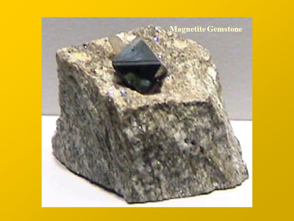 Domini Magnetici Supponiamo che un corpo rettangolare sia magnetizzato in modo uniforme, e che perciò si comporti come un unico dominio (single domain).
