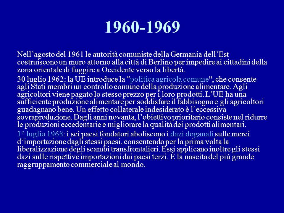 1960-1969 Nell'agosto del 1961 le autorità comuniste della Germania dell'Est costruiscono un muro attorno alla città di Berlino per impedire ai cittad