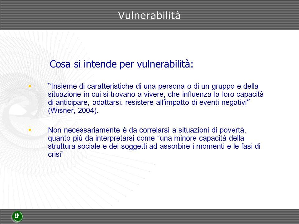 Cosa si intende per vulnerabilità:  Insieme di caratteristiche di una persona o di un gruppo e della situazione in cui si trovano a vivere, che influenza la loro capacit à di anticipare, adattarsi, resistere all ' impatto di eventi negativi (Wisner, 2004).