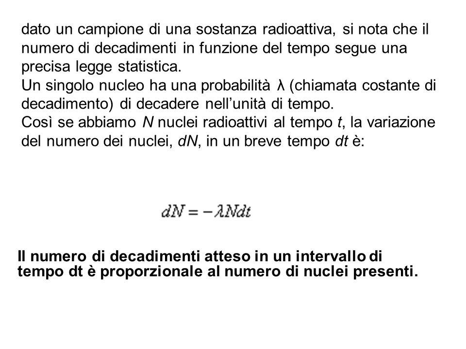 dato un campione di una sostanza radioattiva, si nota che il numero di decadimenti in funzione del tempo segue una precisa legge statistica. Un singol