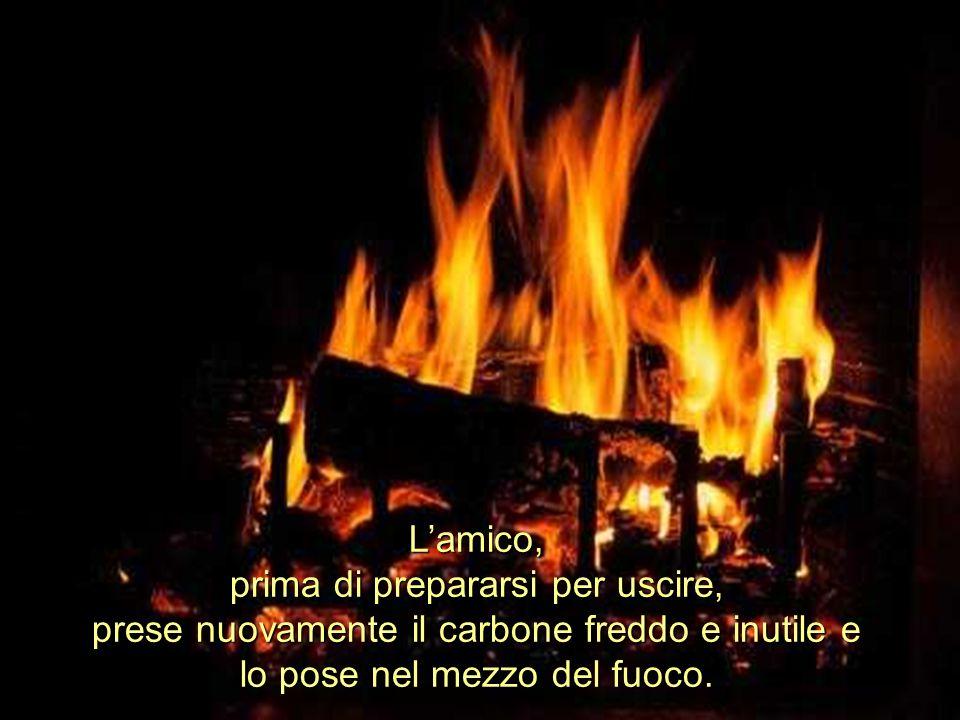 Ria Slides L'amico, prima di prepararsi per uscire, prese nuovamente il carbone freddo e inutile e lo pose nel mezzo del fuoco.