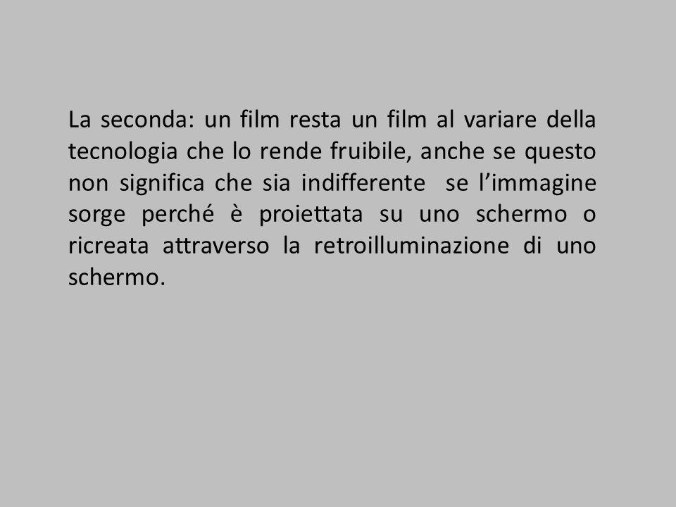 La seconda: un film resta un film al variare della tecnologia che lo rende fruibile, anche se questo non significa che sia indifferente se l'immagine