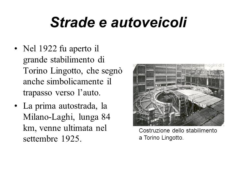 Strade e autoveicoli Nel 1922 fu aperto il grande stabilimento di Torino Lingotto, che segnò anche simbolicamente il trapasso verso l'auto. La prima a