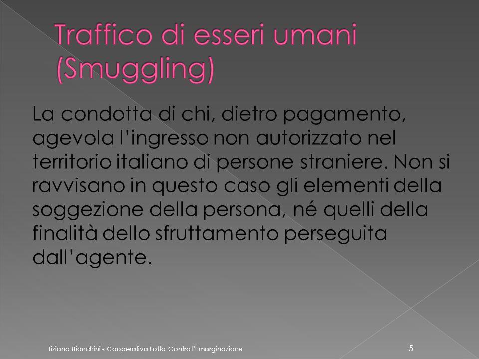 La condotta di chi, dietro pagamento, agevola l'ingresso non autorizzato nel territorio italiano di persone straniere.