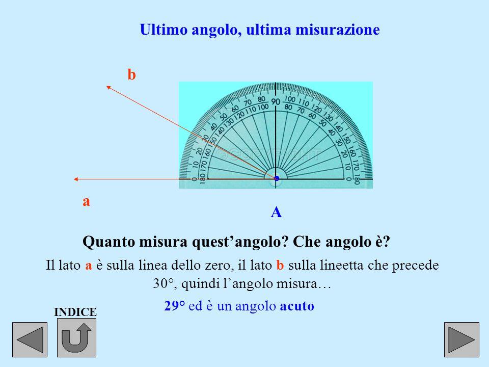 . A a b Il foro del goniometro sempre sul vertice dell'angolo. La linea dello zero questa volta è sul lato a.a. Altro angolo, altra misurazione L'ango