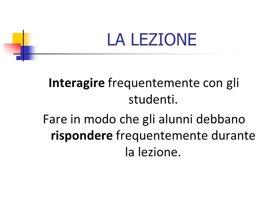 LA LEZIONE Interagire frequentemente con gli studenti.