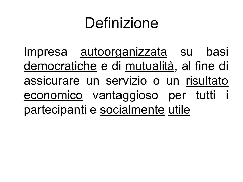 Definizione Impresa autoorganizzata su basi democratiche e di mutualità, al fine di assicurare un servizio o un risultato economico vantaggioso per tutti i partecipanti e socialmente utile