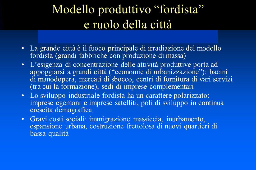 """Modello produttivo """"fordista"""" e ruolo della città La grande città è il fuoco principale di irradiazione del modello fordista (grandi fabbriche con pro"""