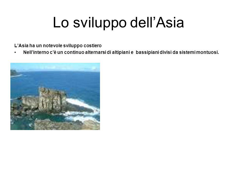 Lo sviluppo dell'Asia L'Asia ha un notevole sviluppo costiero Nell'interno c'è un continuo alternarsi di altipiani e bassipiani divisi da sistemi mont