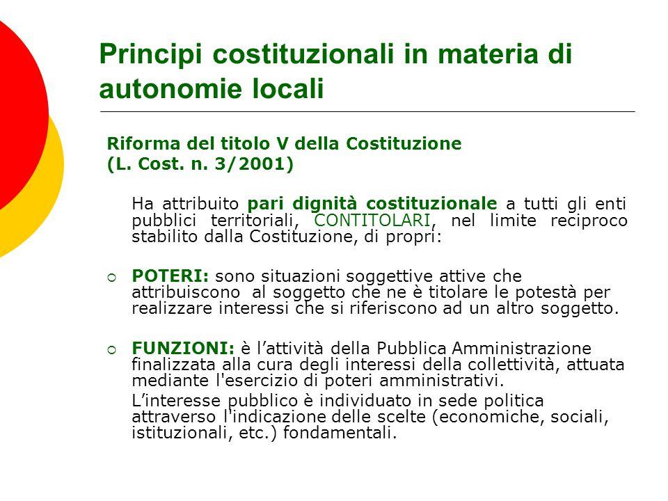 Principi costituzionali in materia di autonomie locali Riforma del titolo V della Costituzione (L. Cost. n. 3/2001) Ha attribuito pari dignità costitu