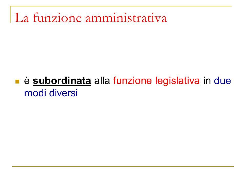 La funzione amministrativa è subordinata alla funzione legislativa in due modi diversi