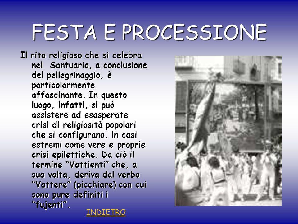 FESTA E PROCESSIONE Il rito religioso che si celebra nel Santuario, a conclusione del pellegrinaggio, è particolarmente affascinante.