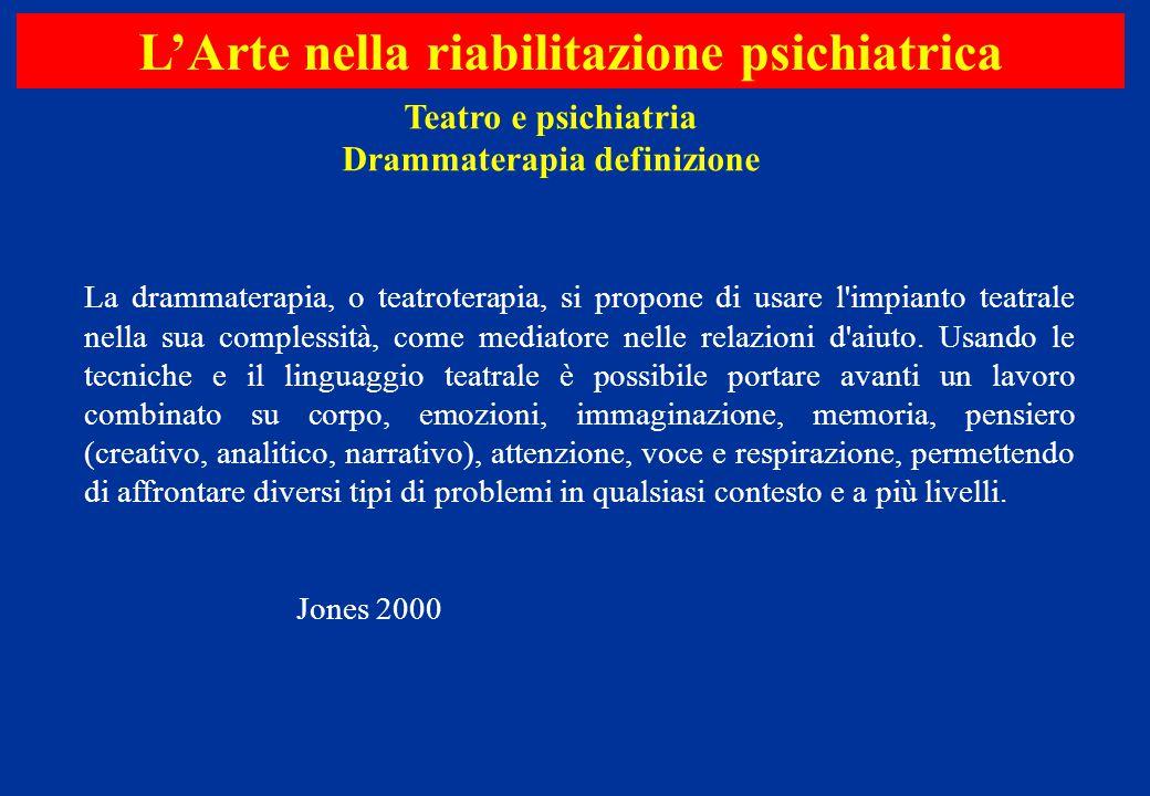 La drammaterapia, o teatroterapia, si propone di usare l'impianto teatrale nella sua complessità, come mediatore nelle relazioni d'aiuto. Usando le te