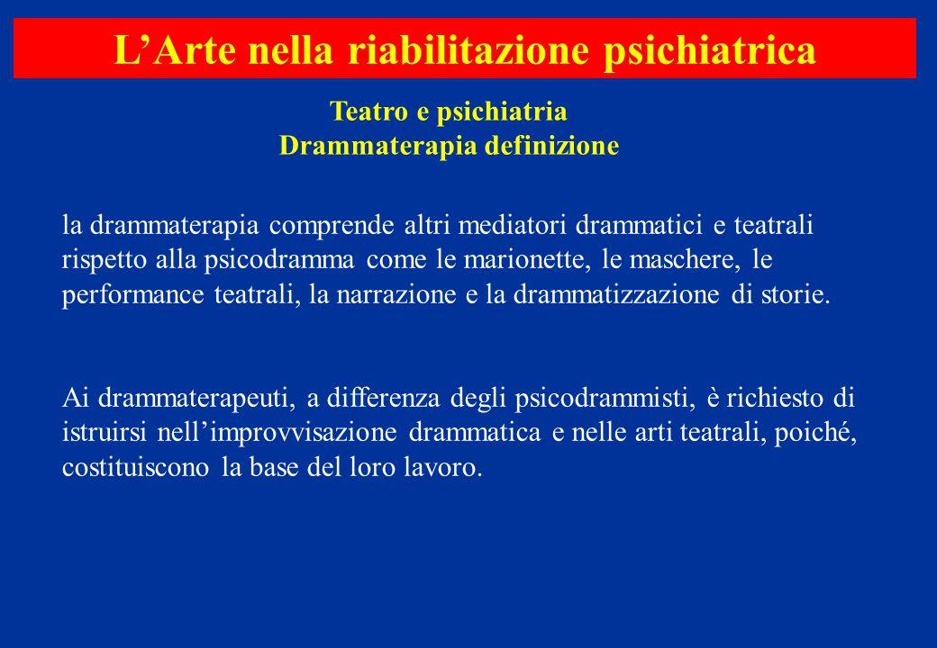 la drammaterapia comprende altri mediatori drammatici e teatrali rispetto alla psicodramma come le marionette, le maschere, le performance teatrali, l