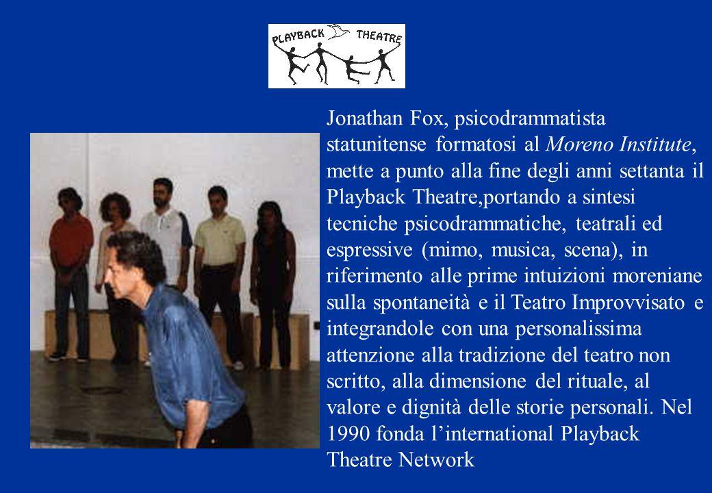 Jonathan Fox, psicodrammatista statunitense formatosi al Moreno Institute, mette a punto alla fine degli anni settanta il Playback Theatre,portando a