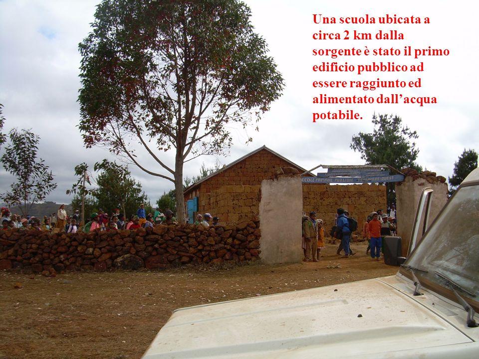 Una scuola ubicata a circa 2 km dalla sorgente è stato il primo edificio pubblico ad essere raggiunto ed alimentato dall'acqua potabile.