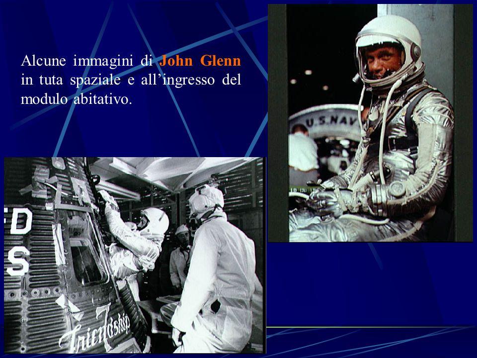 Alcune immagini di John Glenn in tuta spaziale e all'ingresso del modulo abitativo.