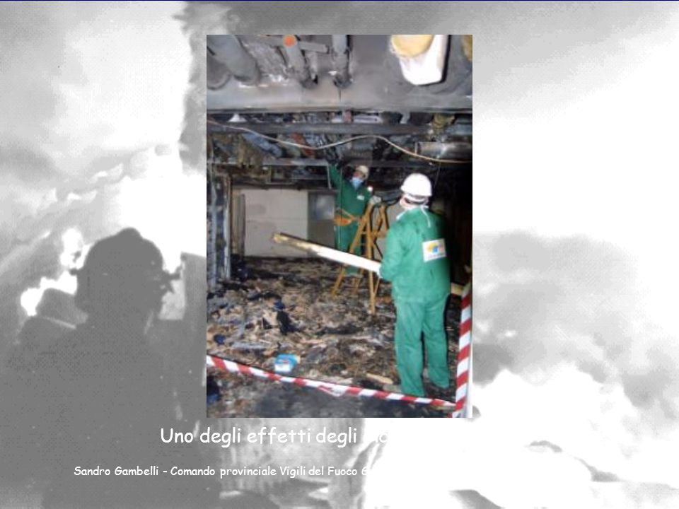 Dimitri Sossai Incendio nell ospedale di Villafranca (Verona) Sandro Gambelli - Comando provinciale Vigili del Fuoco Genova - 23 marzo 2004
