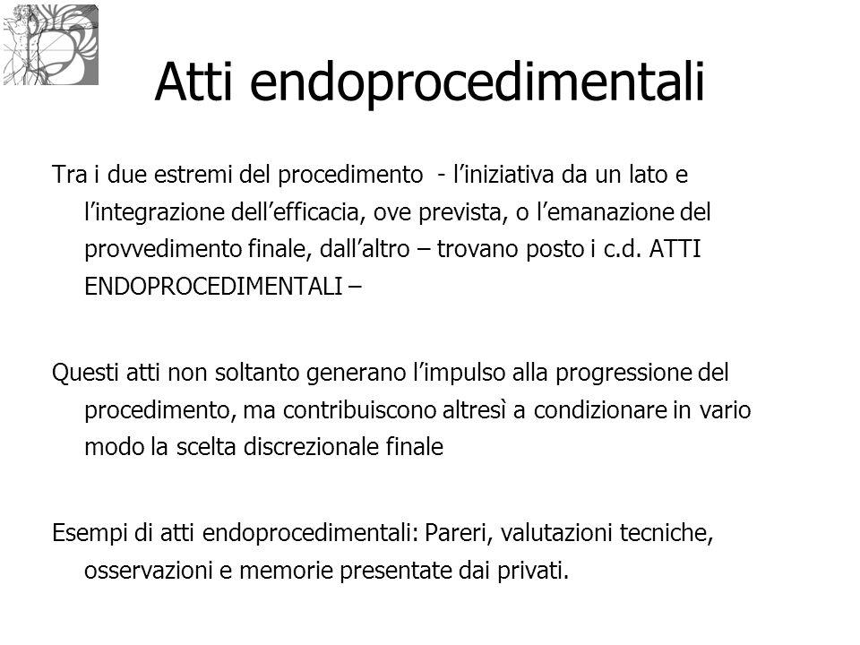 Atti endoprocedimentali Tra i due estremi del procedimento - l'iniziativa da un lato e l'integrazione dell'efficacia, ove prevista, o l'emanazione del