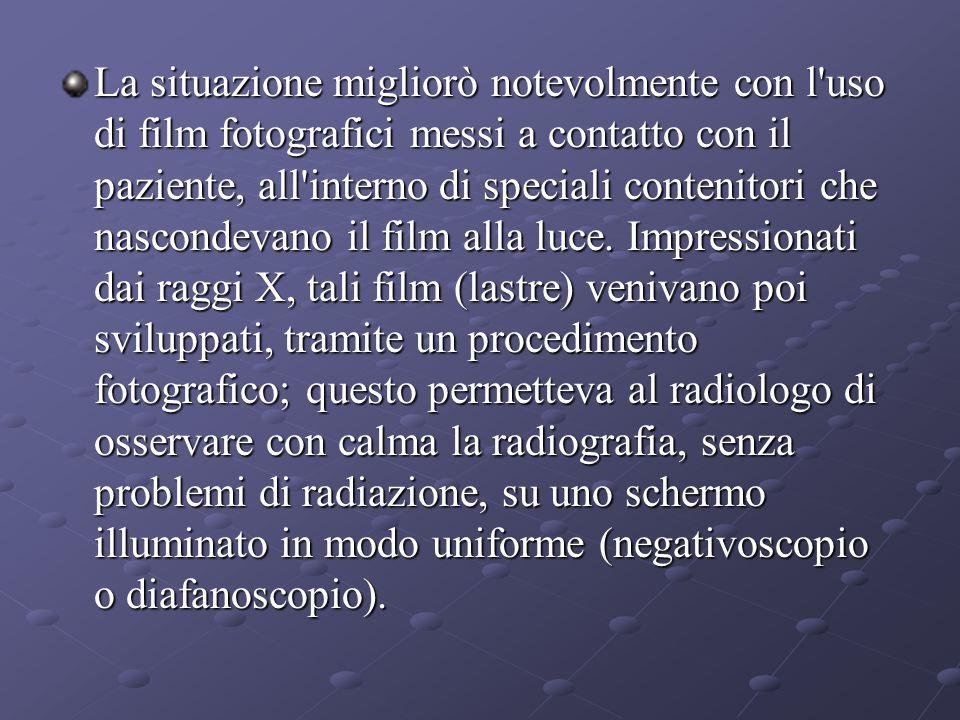 La situazione migliorò notevolmente con l uso di film fotografici messi a contatto con il paziente, all interno di speciali contenitori che nascondevano il film alla luce.