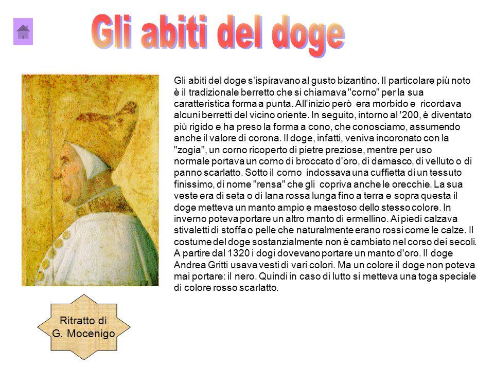 Gli abiti del doge s'ispiravano al gusto bizantino. Il particolare più noto è il tradizionale berretto che si chiamava