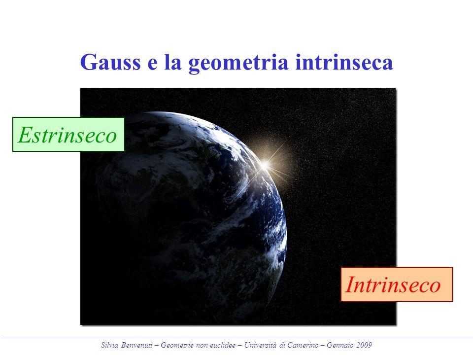 Silvia Benvenuti – Geometrie non euclidee – Università di Camerino – Gennaio 2009 Gauss e la geometria intrinseca Estrinseco Intrinseco