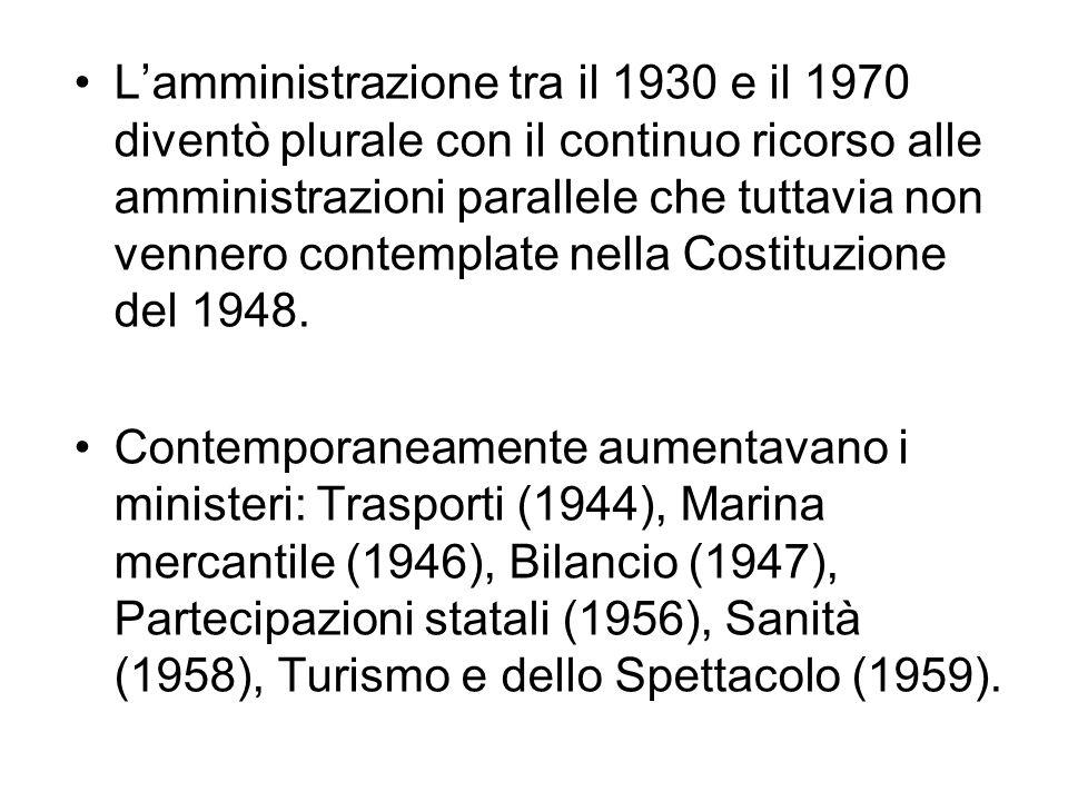 L'amministrazione tra il 1930 e il 1970 diventò plurale con il continuo ricorso alle amministrazioni parallele che tuttavia non vennero contemplate nella Costituzione del 1948.