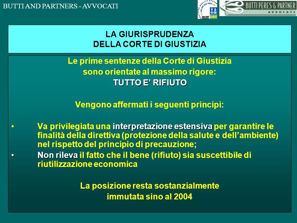 BUTTI AND PARTNERS - AVVOCATI LA PROCEDURA DI INFRAZIONE COME ANTICIPATO, QUESTA SPECIFICA ESCLUSIONE GIA' INTRODOTTA CON LA LEGGE DELEGA E' STATA OGGETTO DI CENSURA IN AMBITO EUROPEO LUGLIO 2005 LA COMMISSIONE AVVIA LA PROCEDURA DI INFRAZIONE ATTRAVERSO UNA LETTERA DI MESSA IN MORA ECCEPENDO LA NON CONFORMITA' ALLA DIRETTIVA DELL'ESCLUSIONE PER I ROTTAMI FERROSI NOVEMBRE 2005 IL GOVERNO ITALIANO SOTTOPONE ALLA COMMISSIONE GLI ARGOMENTI DI DIFESA DICEMBRE 2005 LA COMMISSIONE, NON CONVINTA DEGLI ARGOMENTI PROPOSTI DAL GOVERNO ITALIANO, INVIA, AI SENSI DELL'ART.