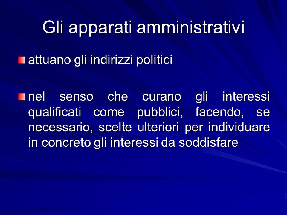Gli apparati amministrativi attuano gli indirizzi politici nel senso che curano gli interessi qualificati come pubblici, facendo, se necessario, scelte ulteriori per individuare in concreto gli interessi da soddisfare