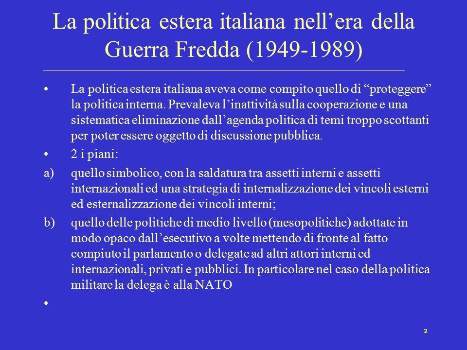 2 La politica estera italiana nell'era della Guerra Fredda (1949-1989) La politica estera italiana aveva come compito quello di proteggere la politica interna.
