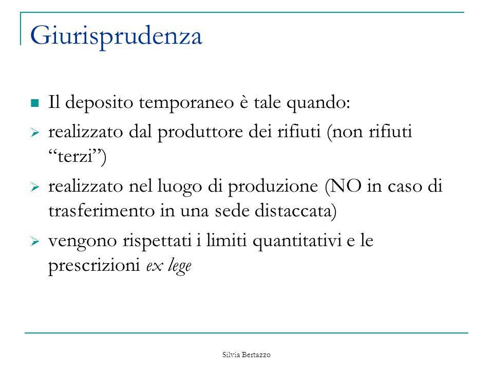 """Silvia Bertazzo Giurisprudenza Il deposito temporaneo è tale quando:  realizzato dal produttore dei rifiuti (non rifiuti """"terzi"""")  realizzato nel lu"""