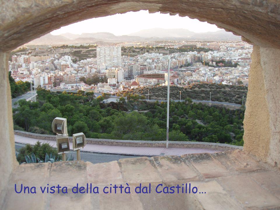 Una vista della città dal Castillo…