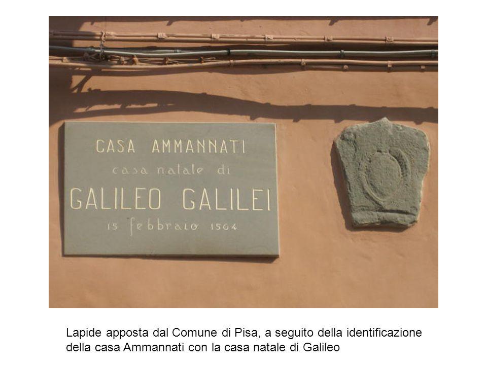 Lapide apposta dal Comune di Pisa, a seguito della identificazione della casa Ammannati con la casa natale di Galileo