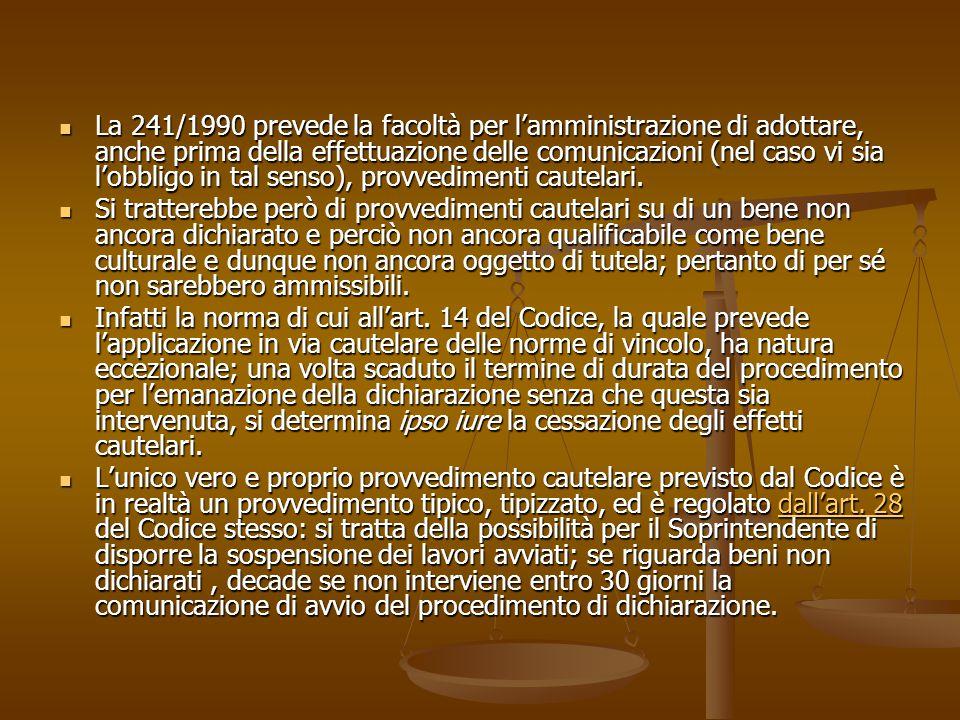 La 241/1990 prevede la facoltà per l'amministrazione di adottare, anche prima della effettuazione delle comunicazioni (nel caso vi sia l'obbligo in ta