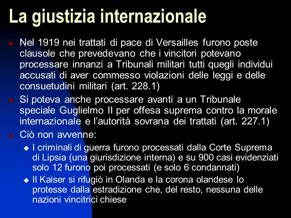 La giustizia internazionale Nel 1919 nei trattati di pace di Versailles furono poste clausole che prevedevano che i vincitori potevano processare inna