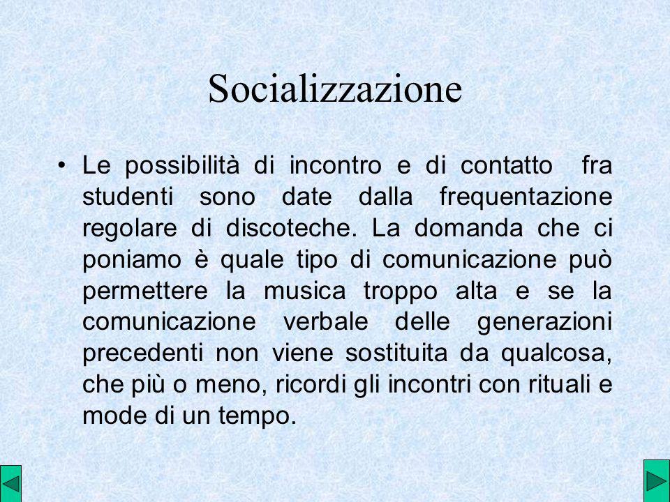 Socializzazione Le possibilità di incontro e di contatto fra studenti sono date dalla frequentazione regolare di discoteche.