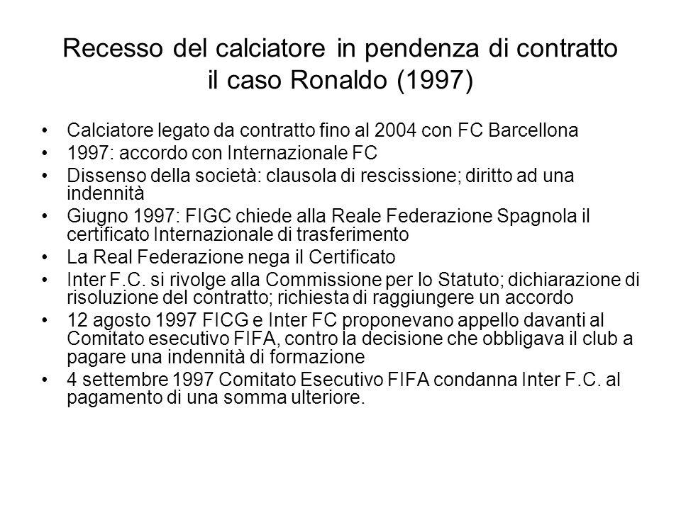 Recesso del calciatore in pendenza di contratto il caso Ronaldo (1997) Calciatore legato da contratto fino al 2004 con FC Barcellona 1997: accordo con